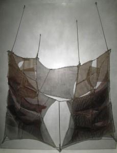 Manuel Rivera, Metamorfosis (Romera), tela metálica sobre plancha de aluminio, 100x81 cm, año 1960